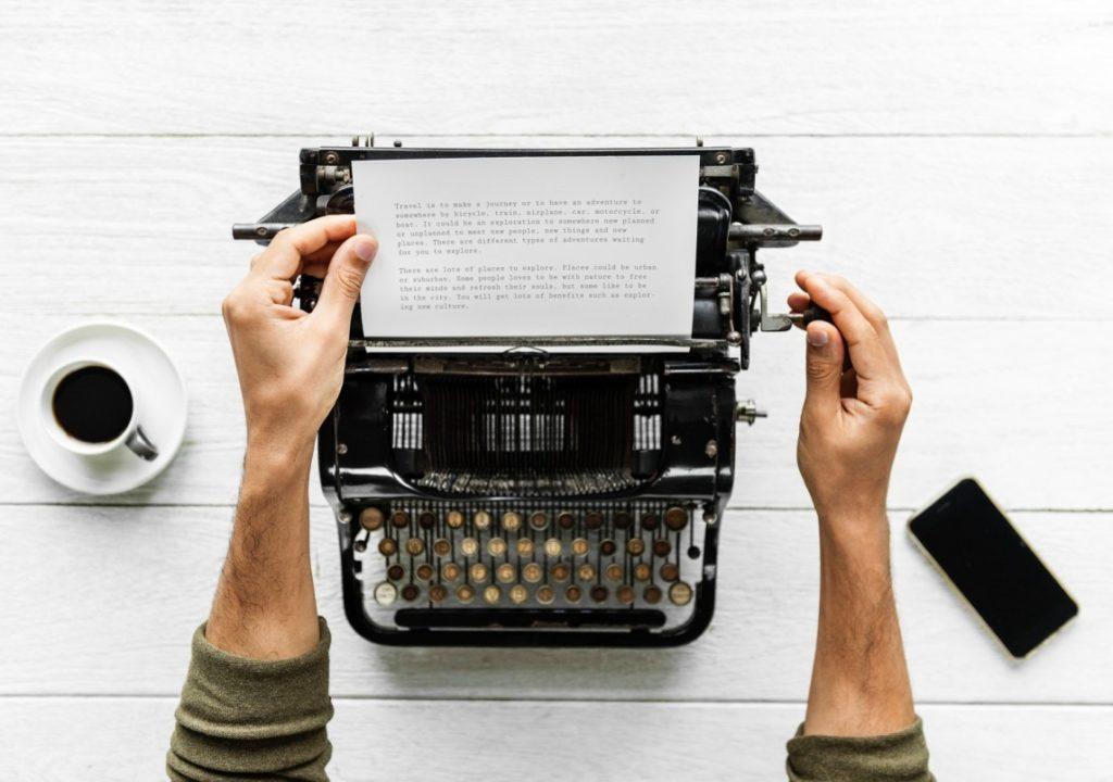 kuvituskuva, jossa kirjoitetaan kirjoituskoneella