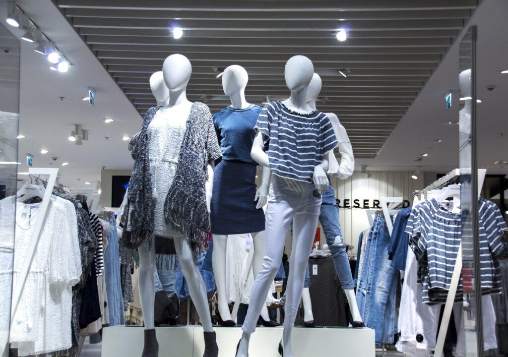 fashion-shopping-room-