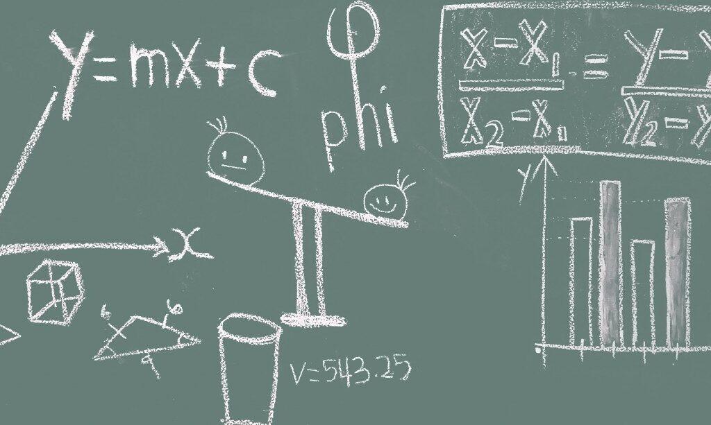 kuvituskuva, jossa liitutaululla matemaattisia yhtälöitä